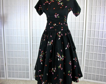 1950s Jonathan Logan Cotton Party Dress ...   Abstract Flowers .... .size Medium.  WONDERFUL WAISTLINE DETAILING