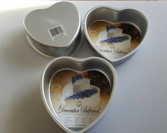Wilton, Decorator Preferred, 6 inch X 2 inch Heart Pan Mold,  Set of 3 Pans
