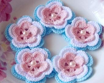 5 Crochet Flowers In Lt Pink, White, Lt Blue YH-032-010
