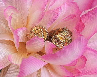 Vintage Gold Tone Knot Stud Earrings, 1970 Stud Earrings,  Small Knot Earrings,  Small Stud Earrings