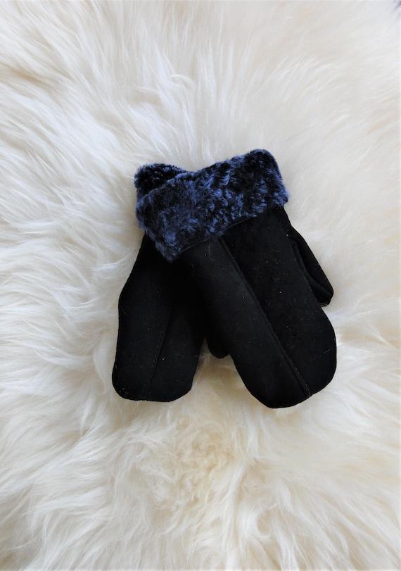 Winter leather gloves. Genuine sheepskin fur. Navy blue color. Gloves and Mittens. Unisex Gloves.