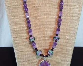 Alluring amethyst necklace with pendant