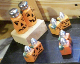 Halloween Jack-O-Lantern Salt and Pepper Shakers Hand-painted Pumpkin Painted Glass Salt & Pepper Shakers Jack O Lantern Glassware