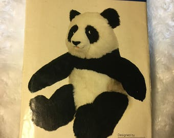 Vintage Vogue 9768 626, 1980s Large Stuffed Panda Pattern, Linda Carr Design