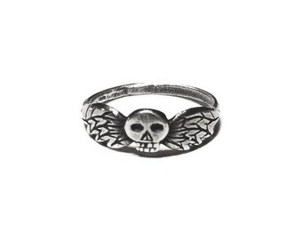 Mini Taphophile ring in sterling silver (winged skull, death's head)