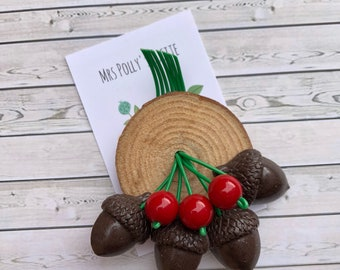 Acorns Log Brooch - 1940s vintage Inspired-Fakelite - Wood