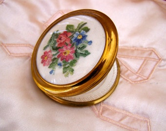 """Vintage 50's """"MASCOT COMPACT""""  in an Needlepoint  Floral Bouquet  Made in Austria Original Box & Label"""