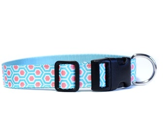 1 Inch Wide Dog Collar with Adjustable Buckle or Martingale in Quadrafoil in HoneyComb Coral