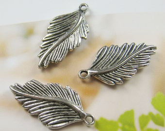 10 pcs 30mm - Antique silver plated leaf charm (CM035)