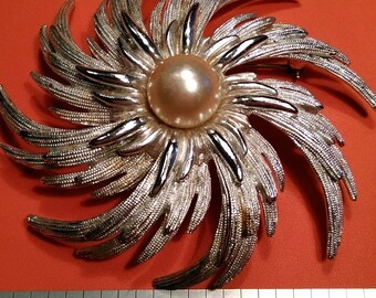 Vintage Sarah Coventry Broach. Gently Used. Lot Z