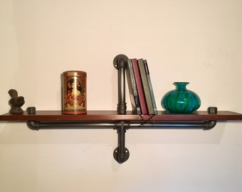 Industtiale Vintage style shelf in 1/2 inch hydraulic pipes