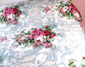 """QUILT .Beautiful Queen size blue french toile w Roses 50pct Cotton 50% Polyester 84""""  x 84"""""""