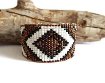 Bracelet manchette tissé marron et blanc