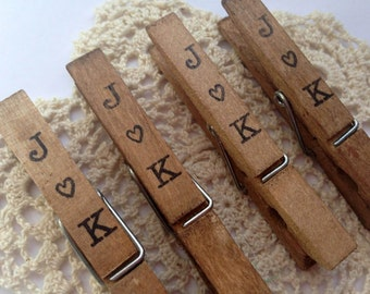 50 Vintage Wedding Clothespins. Anthropologie. Travel Theme Personalized. Escort Card. Place Card Holder. Rustic. Table Place Card. Peg.
