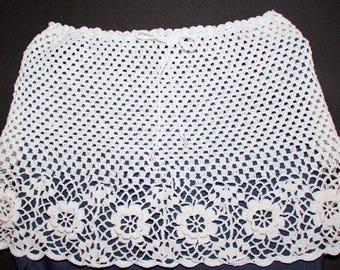 White mini skirt crochet