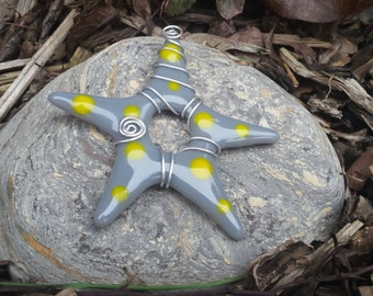 Star ornament - Gray star (yellow polka dots)