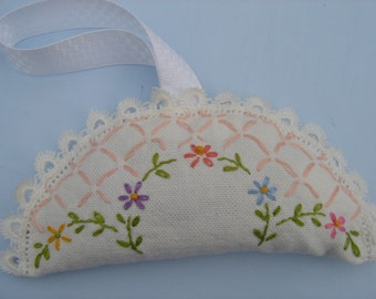 Sachet Lavender Vintage Embroidered Fabric, Organic Lavender Vingtage Embroidery Sachey