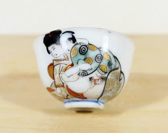 vintage Japanese Erotic Sake Cup Kutani ware, Shunga Erotic Scene Hand painted, Kutani yaki Porcelain Guinomi Sakazuki Liquor cup Shot glass