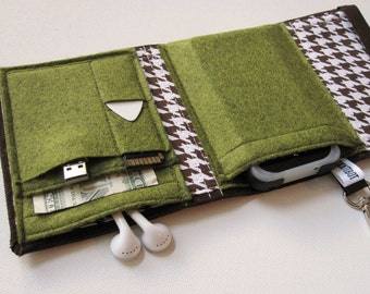 Nerd Herder gadget wallet in Moss Forest for iPod, Android, iPhone, camera, earbuds, SD cards, USB, extra batteries, guitar picks,
