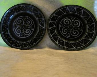 Pair of BretonTy Breiz plates