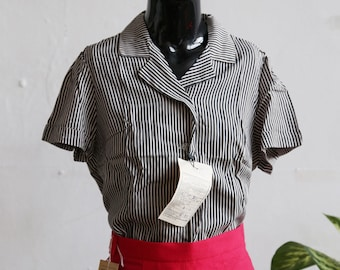 1970s black and white vertical stripe blouse - 70s office blouse - short sleeve collar shirt - 70s fashion - woman blouse - graphic shirt