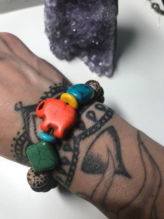 Bright Howlite And Wood Bracelet