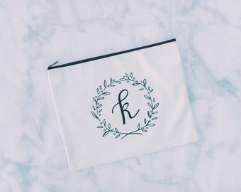 Personalized Makeup Bag, Bridesmaid Gift, Bridal Party Gift, Bridesmaid Makeup Bag, Bridesmaid Bag, Cosmetic Bag, Initial Makeup Bag