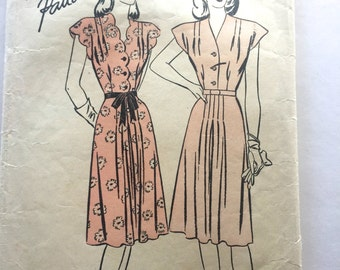 40s Advance 4427 V Neckline Day Dress with Scallop Edges Size 14 Bust 34