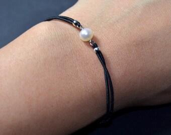 Bracelet freshwater pearl black cord