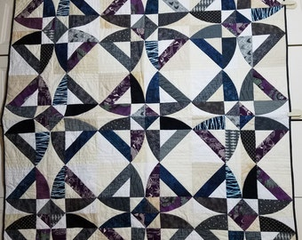 Throw quilt--twisted blossoms