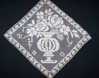 VINTAGE Off White Cotton Filet Squares Motifs W/Flowers And Urns