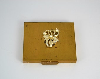 Vintage 1960s Saks Fifth Avenue Gold Tone Make Up Compact, Powder, Refillable Compact