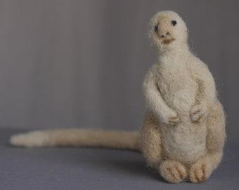 Un Animal imaginé par KAFKA - feutrée à l'aiguille / laine d'alpaga / animal en feutrine / feutrée animal / créature imaginaire étant / livre / littéraire art