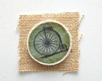Spilla di legno - Spilla con stampa in tessuto - Spilla con immagine Vintage - Bicicletta