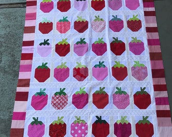 Quilt Top : Scrappy Strawberries