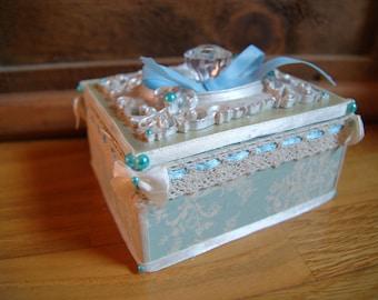 Small box blue