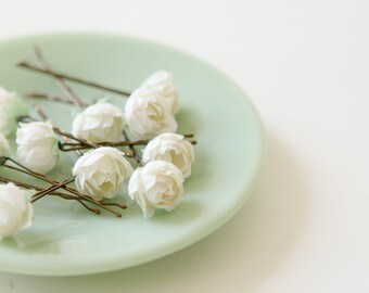 White rose bobby pins, Flower hair clips, Bridal accessory bobbies, White floral hair pin set, Vintage flowers, Bobby pin set - (SET of 5)