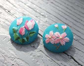 handmade embroidery jewelry pin brooch fabric art birth flower November Cyclamen April Cherry blossoms sakura bouquet floral birthday gift
