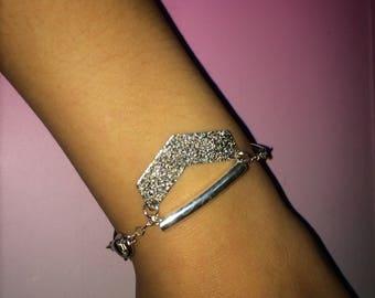 Bracelet silver chevron graphic
