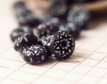 10 Black and White Indian Chevron Glass Beads (SB119)