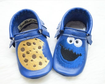 Cookie Monster Moccs, Baby Moccs, baby moccasins, baby shoes, cookie monster shoes.