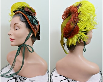 Vintage 1930s Hat / Bonnet / French style / Feathers / Ribbons / Straw