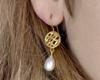Long Pearl and 18K gold plated earrings - bridesmaid earrings