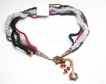 Woolen necklace hook and metal jewelry • Pirouette baroque winter Choker •