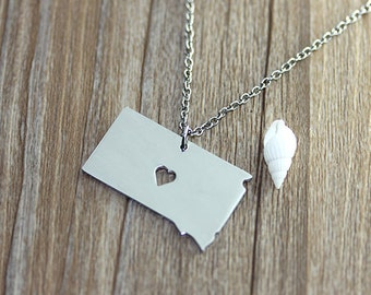 I heart  South Dakota Necklace - South Dakota Map Pendant - State Necklace - State Charm - Map necklace - Map Jewelry
