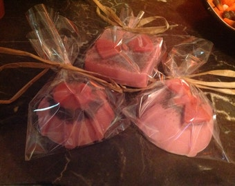 Peppermint with apricot seeds Set of three guest soaps