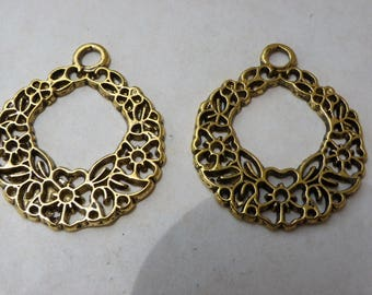 2 charms in brass Golden ages with 29 mm flowers