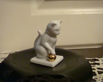 Franklin Mint Curio Cats Blanc De Chine