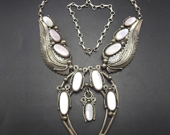 Lovely Vintage Navajo Sterling Silver & PINK MUSSEL SHELL Naja Necklace