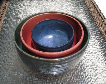 Stoneware nesting mixing bowls